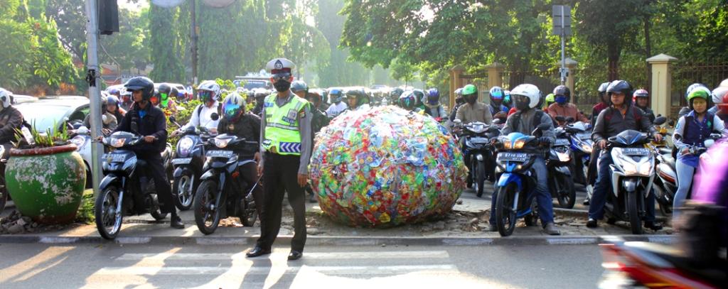 09-ahmett-trashball2